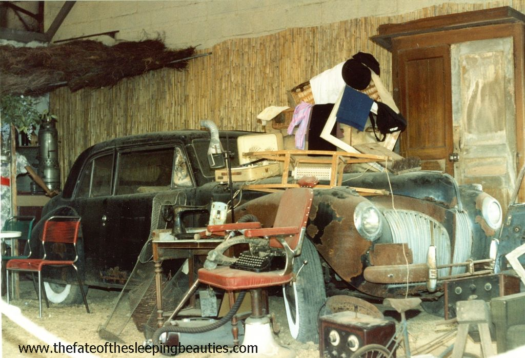 Sleeping Beauties - Barn find museum in Sarlat 1989-90 - unrestored 1941 Lincoln Continental (photo Edmund Nankivell)